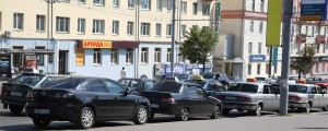 Концентрация машин такси на Центральной Площади 9 августа